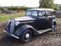 Vauxhall 14 hp DX six-light saloon