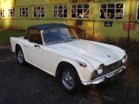 Triumph TR4A IRS sports